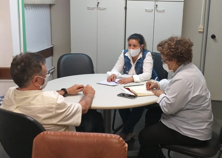 Coordenadora da Seccional da Saúde, Celia Lima, em reunião na Secretaria da Saúde
